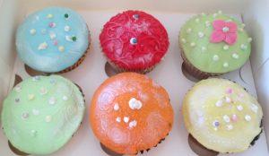 cupcake dekorieren f r kinder eluni einfach sch n und. Black Bedroom Furniture Sets. Home Design Ideas